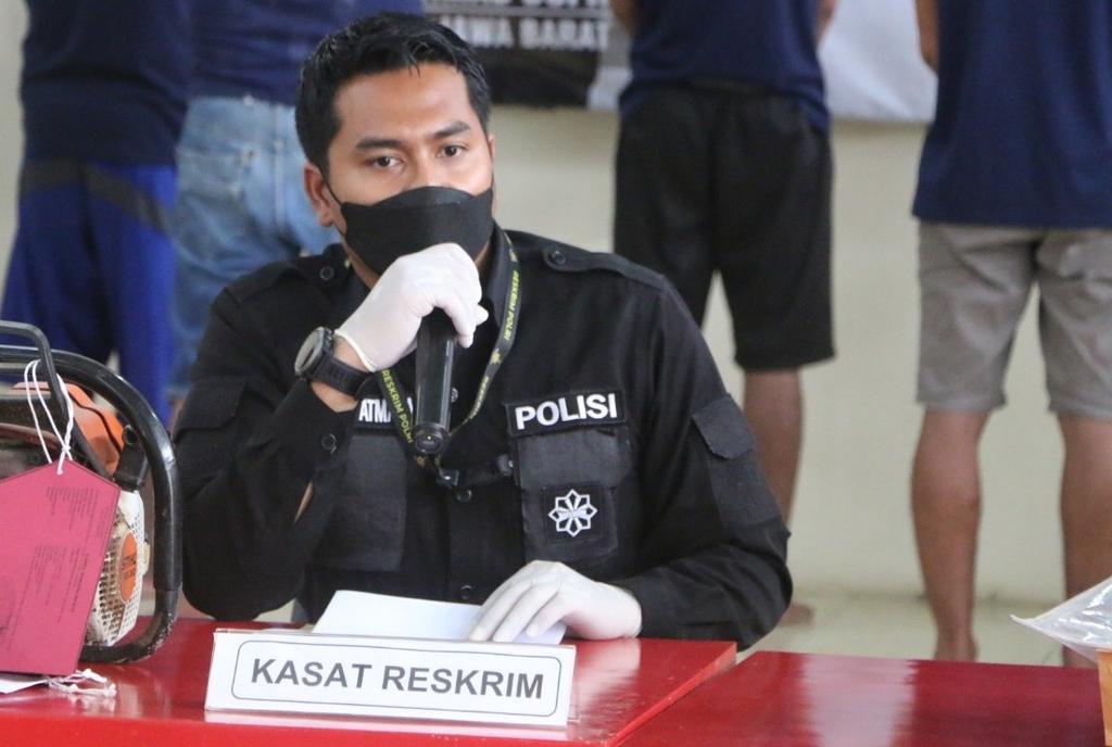 Ekspose perkara kasus pencurian ponsel di asrama Ponpes Al Mutaqien Kuningan. (Indramayujeh/Andri)