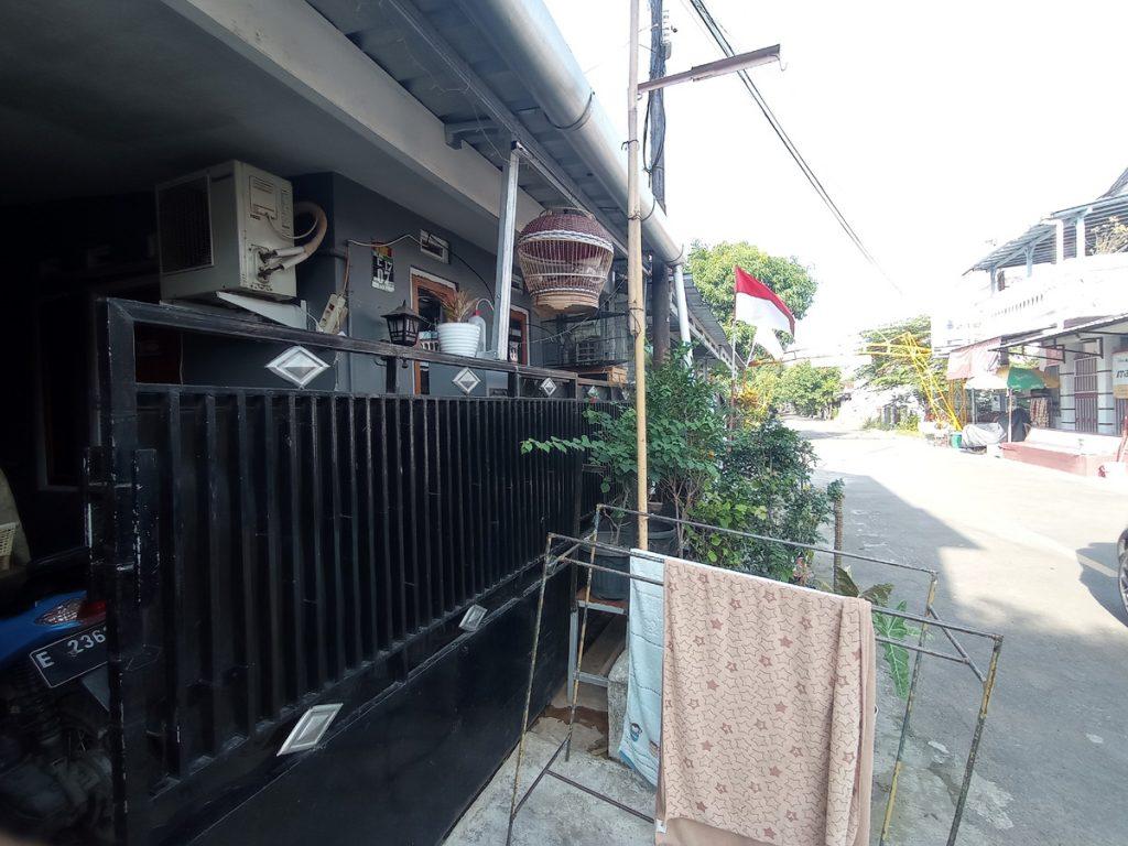 Suasana di rumah yang alamatnya dicatut sebagai alamat CV Adhi Prima Sentosa. (Indramayujeh)