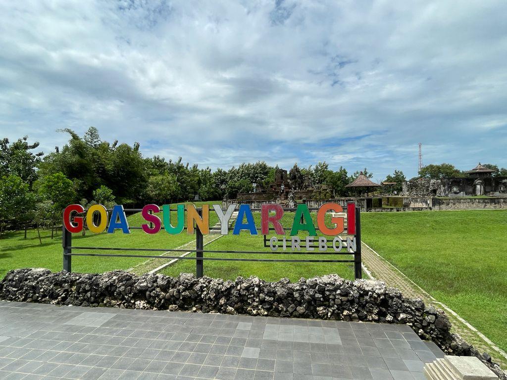 Goa Sunyaragi Cirebon. (Indramayujeh)