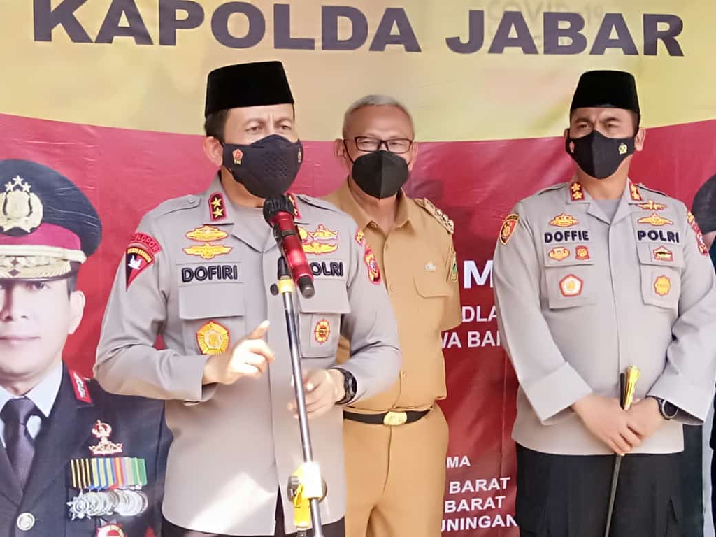 Kapolda Jabar Irjen Ahmad Dofiri saat monitoring vaksinasi santri di Pondok Pesantren Salsabila MAN 2 Kabupaten Kuningan, Jawa Barat. (Andri)