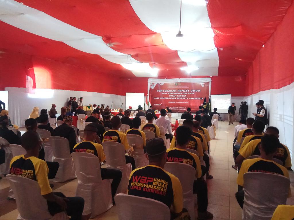 Sebanyak 290 narapidana di Lapas Kelas IIA Kuningan, Jawa Barat, mendapat remisi umum dalam rangka HUT ke-76 RI. (Indramayujeh)